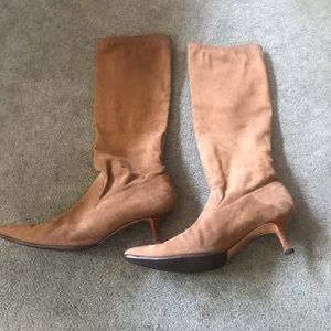 Beautiful Manolo Blanhnik Tan Suede Boots
